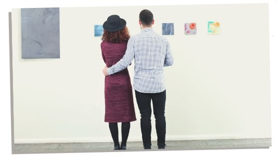 Pregnant couple doing the fun activity of visiting a museum